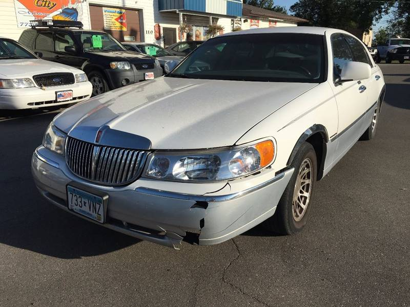 2001 Lincoln Town Car for sale at Twin City Motors in Grand Forks ND