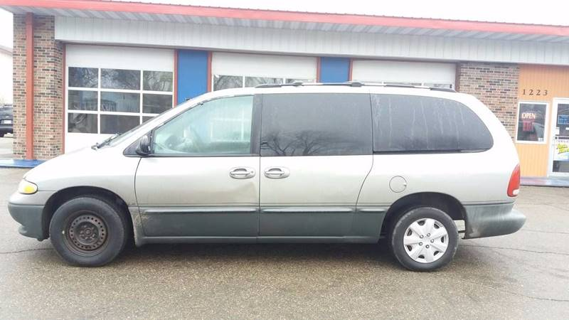 1996 Dodge Grand Caravan for sale at Twin City Motors in Grand Forks ND