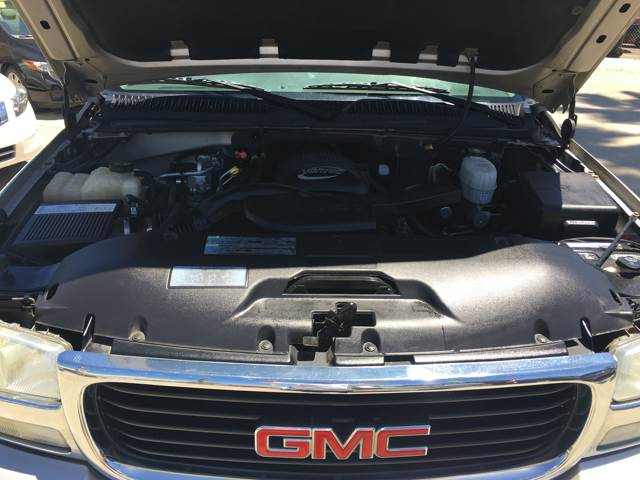 2005 GMC Yukon for sale at Auto World Auto Sales in Modesto CA