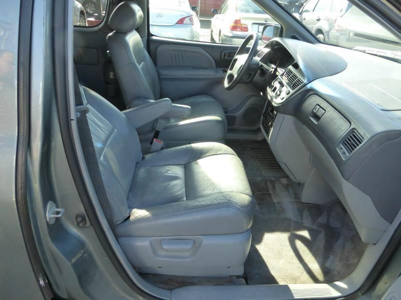 2000 Toyota Sienna for sale at Auto World Auto Sales in Modesto CA