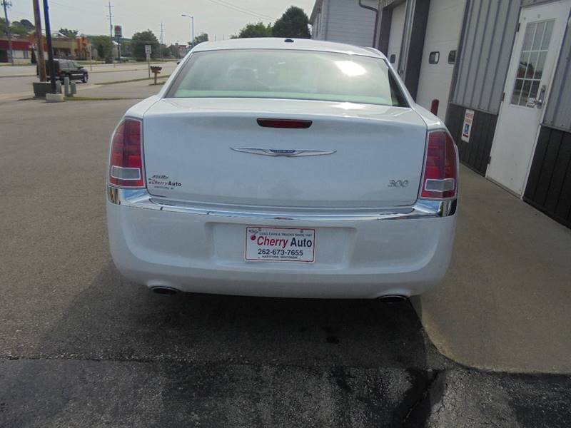 2013 Chrysler 300 AWD 4dr Sedan - Hartford WI
