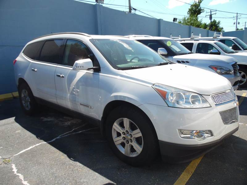 2009 Chevrolet Traverse for sale at Gus's Used Auto Sales in Detroit MI