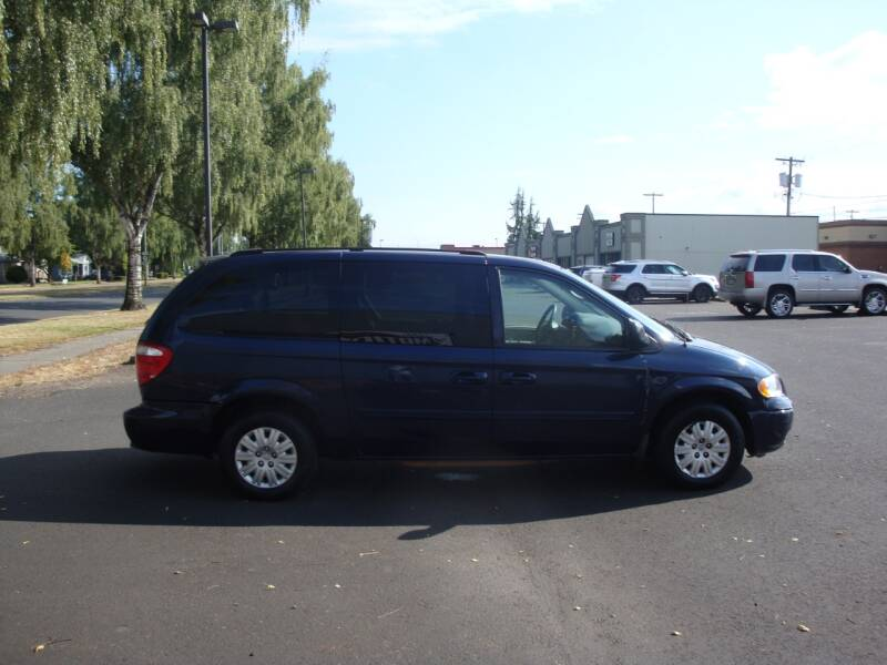 2006 Chrysler Town and Country MINI VAN STOW N GO V6 LOTS SEATS 160K MI - Longview WA