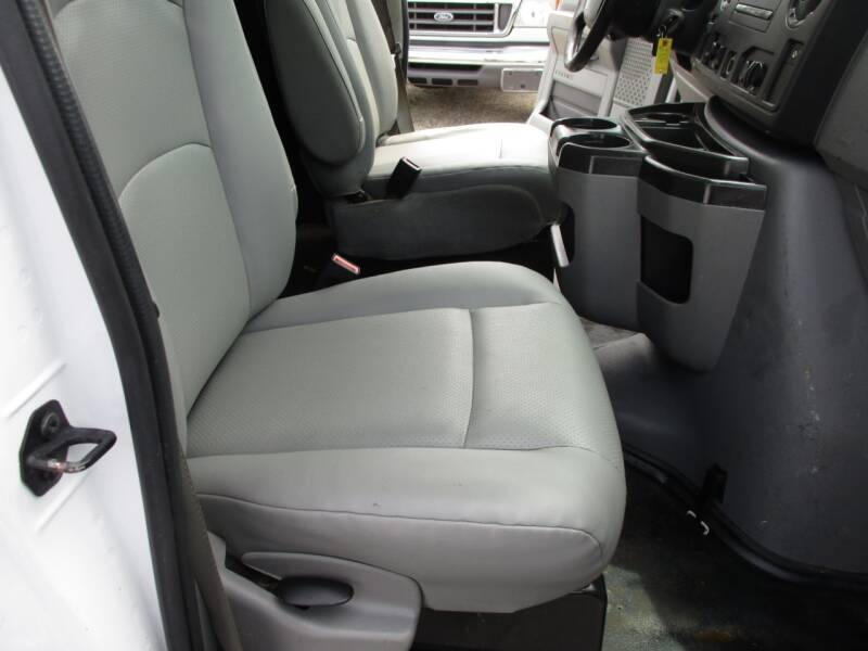 2012 Ford E-Series Cargo E-250 3dr Cargo Van - Crystal Lake IL