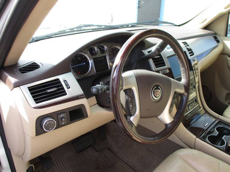 2011 Cadillac Escalade AWD Luxury 4dr SUV - Crystal Lake IL