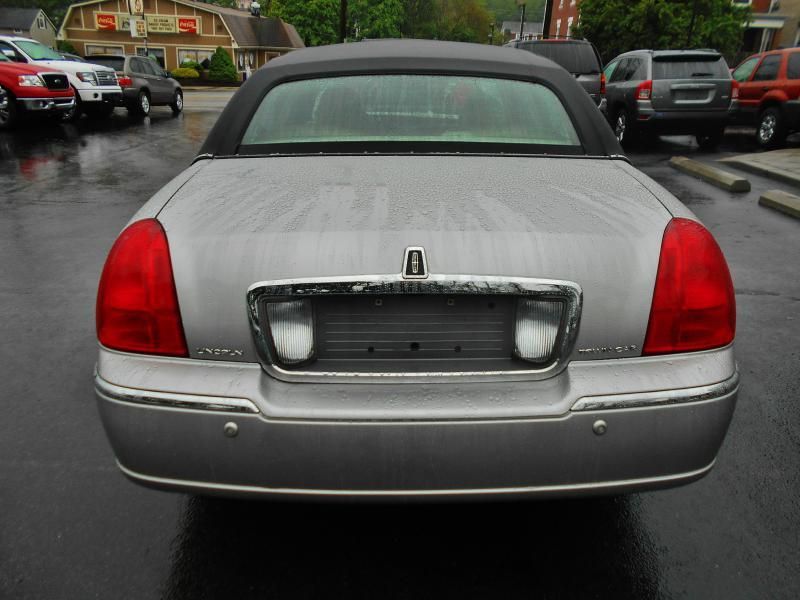 2004 Lincoln Town Car for sale at Premiere Auto Sales in Washington PA