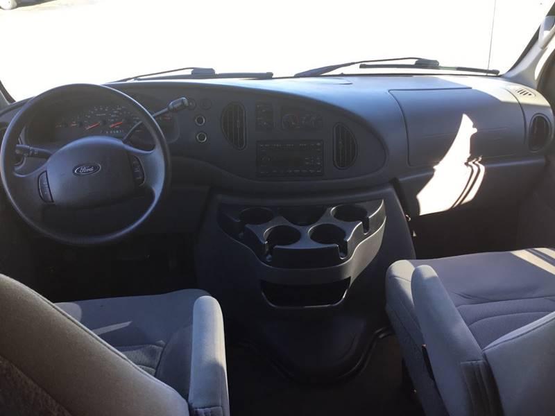2007 Ford E-Series Wagon E-350 SD XLT 3dr Passenger Van - Imperial MO