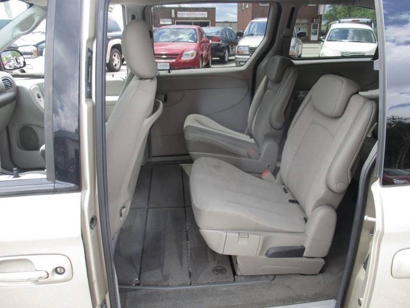2007 Dodge Grand Caravan SXT 4dr Extended Mini-Van - Maple Heights OH