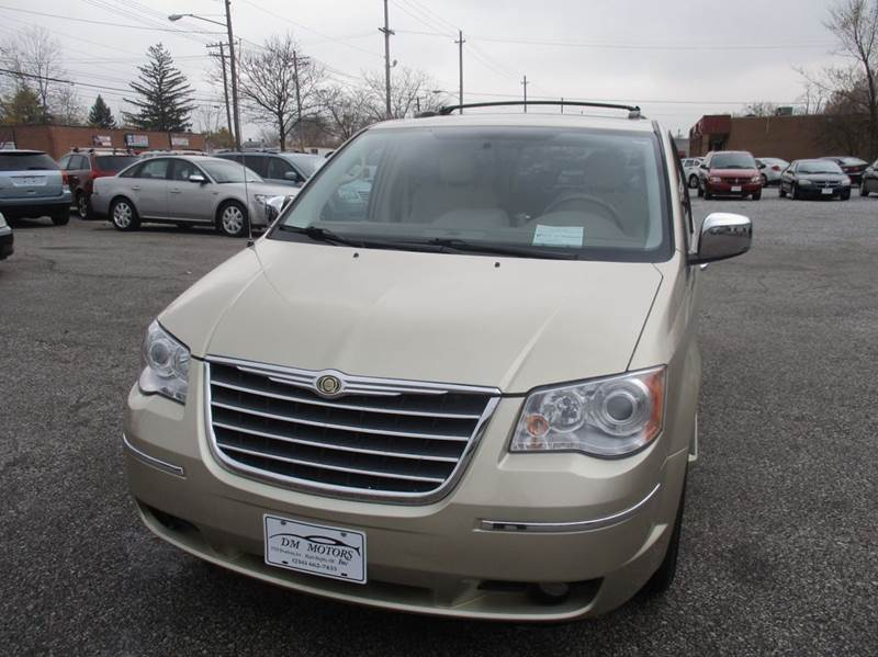 2010 Chrysler Town and Country Limited 4dr Mini-Van - Maple Heights OH