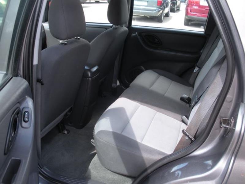 2006 Ford Escape AWD XLS 4dr SUV w/Automatic - Kokomo IN