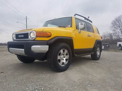 2007 Toyota FJ Cruiser for sale at Sinclair Auto Inc. in Pendleton IN