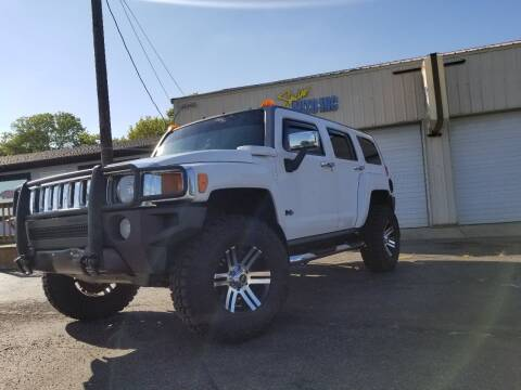 2006 HUMMER H3 for sale at Sinclair Auto Inc. in Pendleton IN