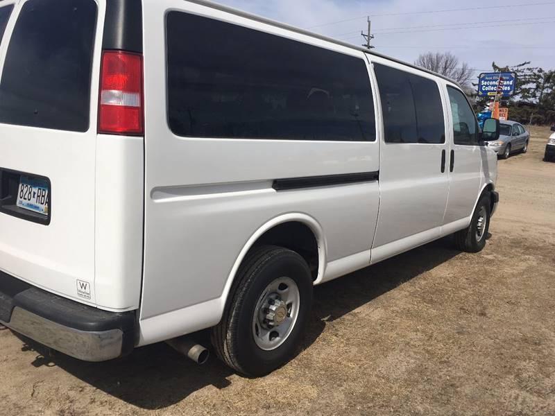 2014 Chevrolet Express Passenger LT 3500 3dr Extended Passenger Van w/1LT - Bemidji MN