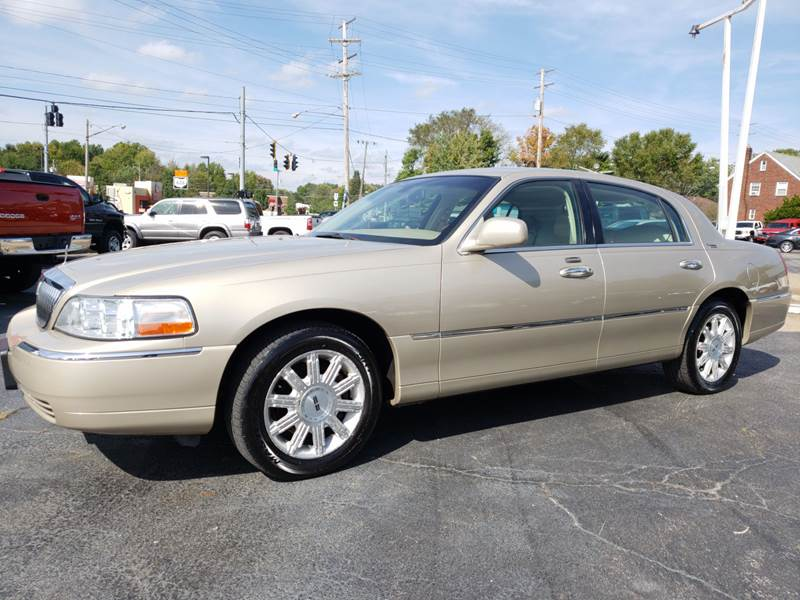 2006 Lincoln Town Car Signature Limited In North Lima Oh Colonial