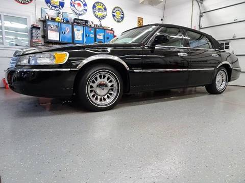 1999 Lincoln Town Car for sale at Great Lakes Classic Cars in Hilton NY