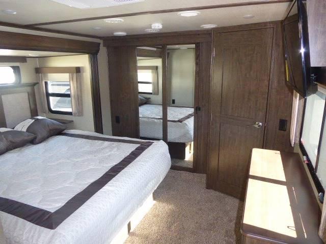 2018 Grand Design Solitude 310GK Fifth Wheel - Grants Pass OR