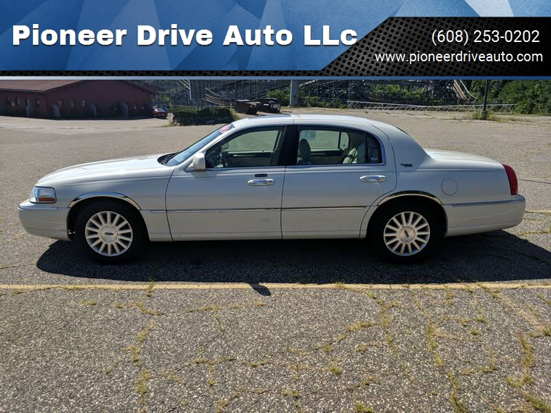 2006 Lincoln Town Car Signature Limited 4dr Sedan In Wisconsin Dells