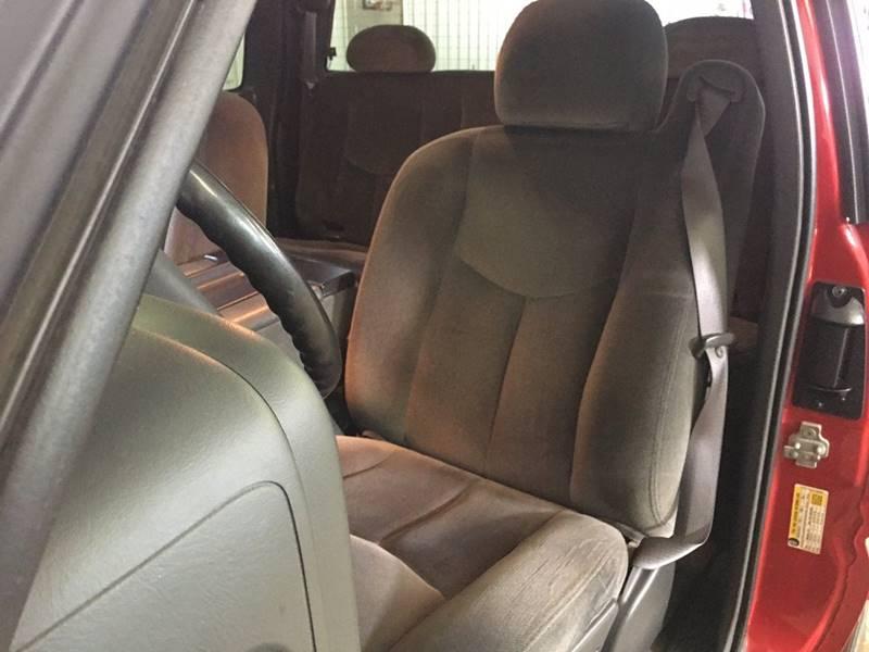 2007 GMC Sierra 1500 Classic SLE1 4dr Extended Cab 4WD 5.8 ft. SB - 250 E Main Street IL