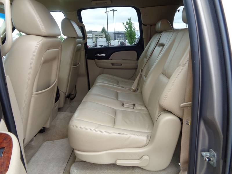 2007 Chevrolet Suburban LT 1500 4dr SUV 4WD - Fargo ND