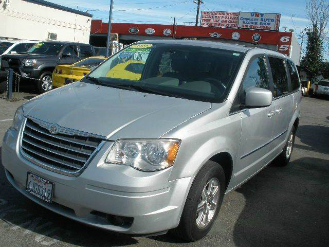 2009 Chrysler Town and Country for sale at Auto Wholesale Outlet in North Hollywood CA
