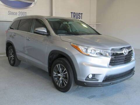 2016 Toyota Highlander for sale at TANQUE VERDE MOTORS in Tucson AZ