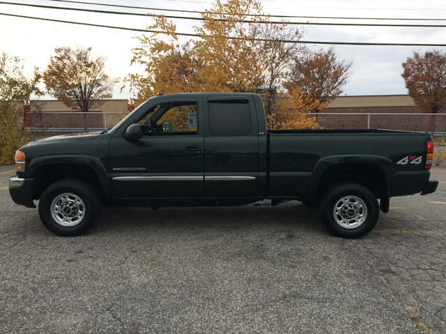 2005 GMC Sierra 2500HD for sale at D'Ambroise Auto Sales in Lowell MA
