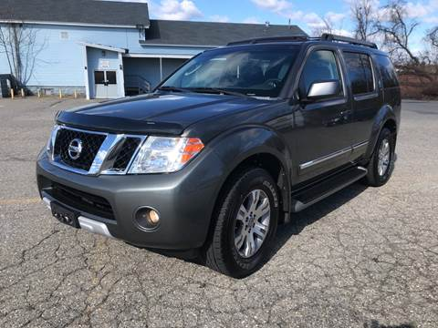 2008 Nissan Pathfinder LE for sale at D'Ambroise Auto Sales in Lowell MA