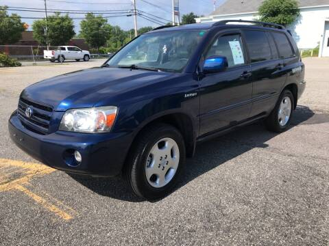 2005 Toyota Highlander for sale at D'Ambroise Auto Sales in Lowell MA