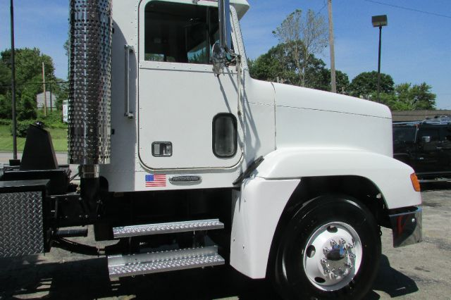 2001 Freightliner Fld120 FLD120 In Kansas City MO