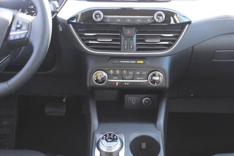 2020 Ford Escape SEL (image 17)