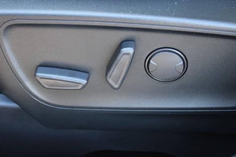 2020 Ford Escape SEL (image 22)