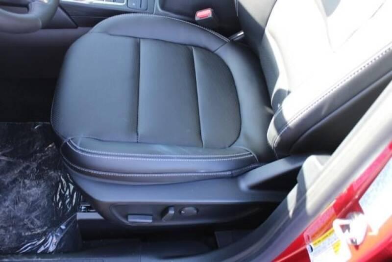 2020 Ford Escape SEL (image 21)