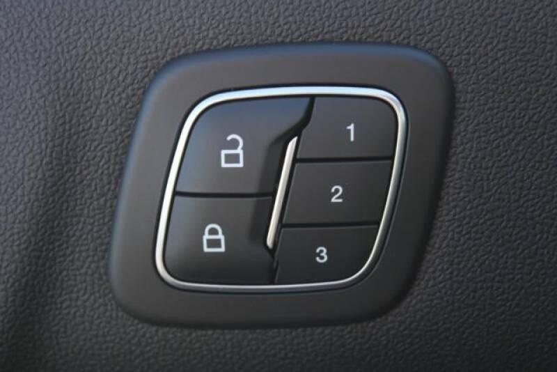 2020 Ford Escape SEL (image 19)