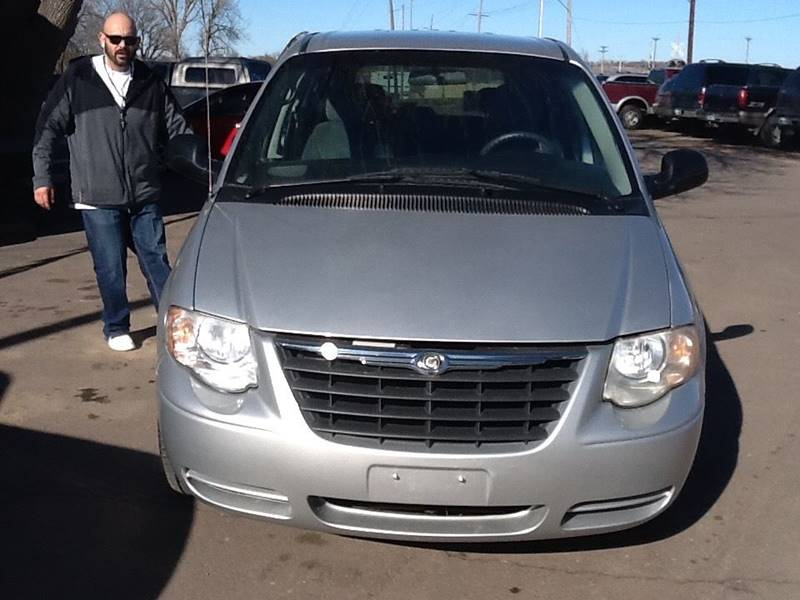 2005 Chrysler Town and Country LX 4dr Extended Mini-Van - Sioux Falls SD