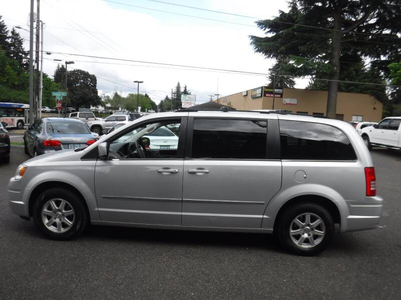 2009 Chrysler Town and Country Touring 4dr Mini-Van - Milwaukie OR
