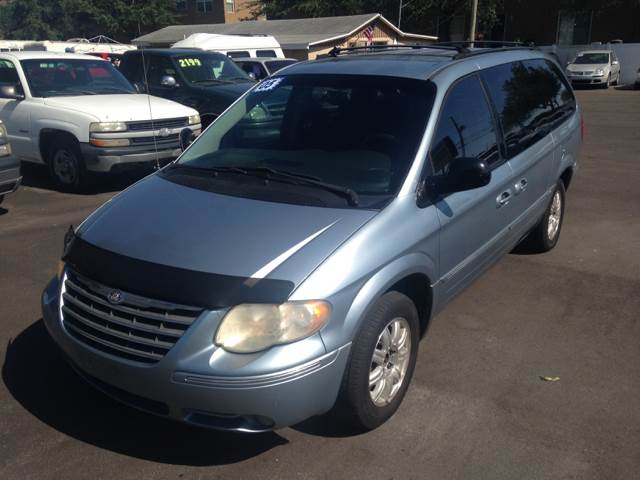 2005 Chrysler Town and Country Touring 4dr Extended Mini-Van w/ Front, Rear and Third Row Head Airbags - Largo FL