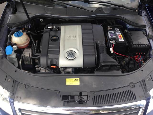 2006 Volkswagen Passat 2.0T 4dr Sedan w/Manual - Largo FL