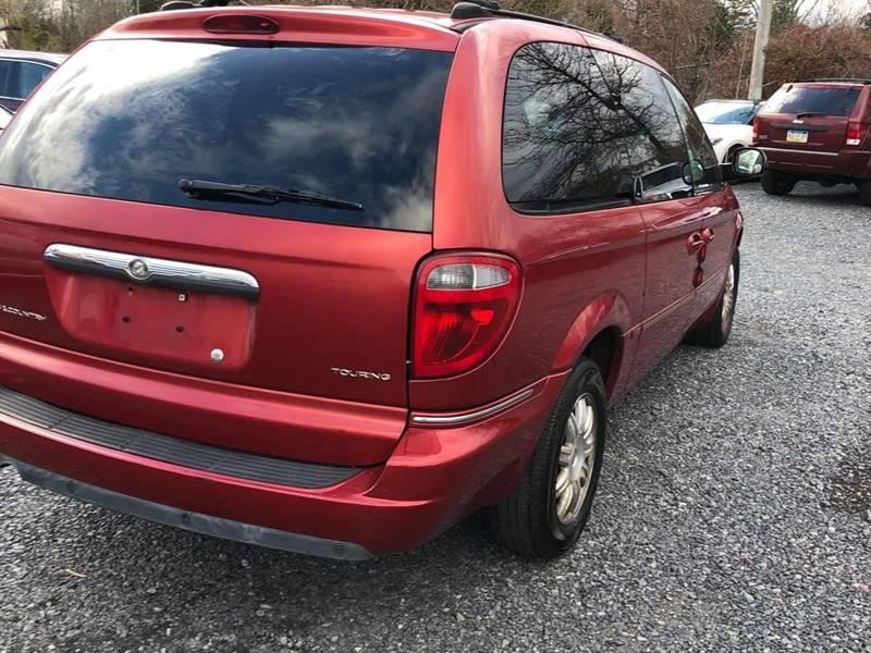2005 Chrysler Town and Country Touring 4dr Extended Mini-Van - Fredericksburg VA