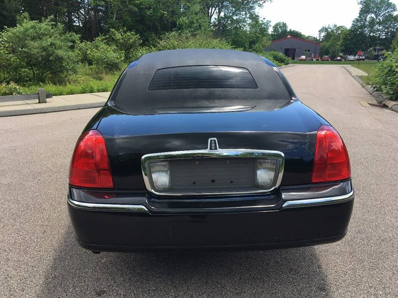 2004 Lincoln Town Car Executive 4dr Sedan - Griswold CT