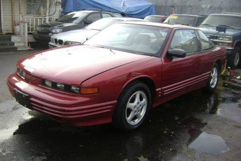 1996 Oldsmobile Cutlass Supreme for sale at WEST END AUTO INC in Chicago IL