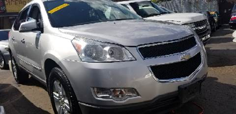 2009 Chevrolet Traverse for sale at WEST END AUTO INC in Chicago IL
