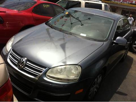 2005 Volkswagen Jetta for sale at WEST END AUTO INC in Chicago IL