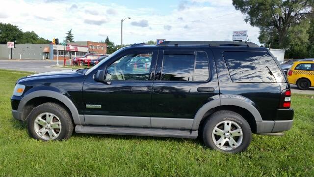 2006 Ford Explorer XLT 4dr SUV 4WD w/V8 - Warren MI