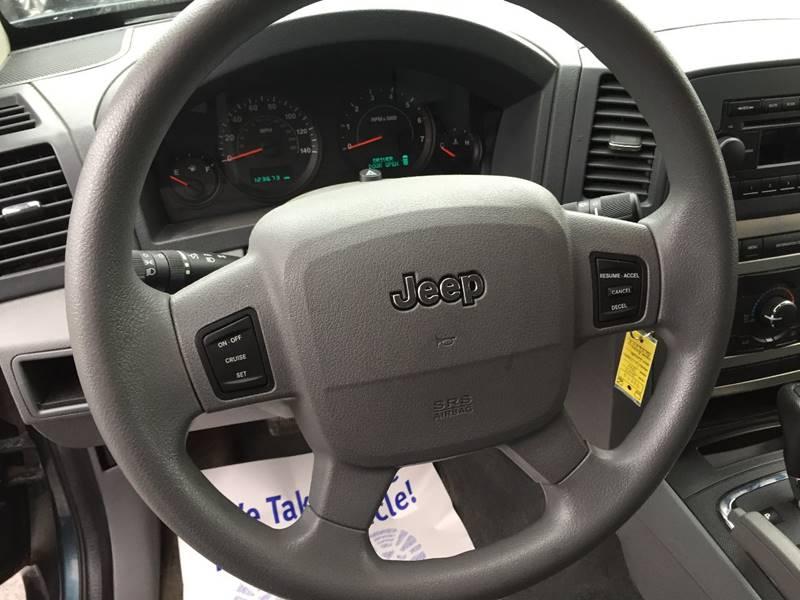 2005 Jeep Grand Cherokee 4dr Laredo 4WD SUV - Central Square NY