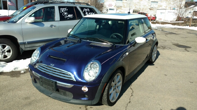2005 MINI Cooper for sale at JR's Auto Connection in Hudson NH