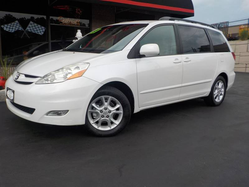 2006 Toyota Sienna XLE Limited 7-Passenger 4dr Mini-Van - Springfield MA