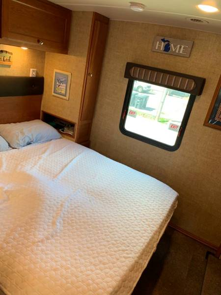 2018 Winnebago Vista M-31BE  - Westland MI