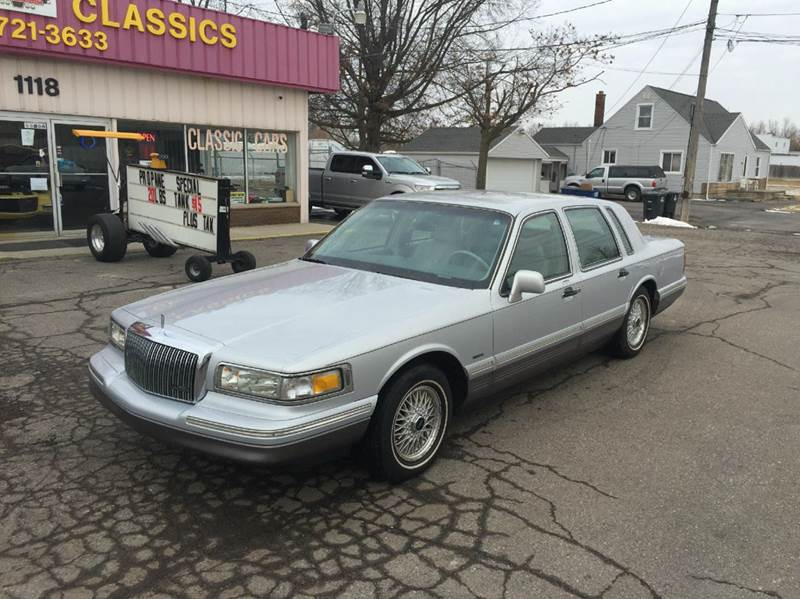 1995 Lincoln Town Car for sale at Modern Classics Car Lot in Westland MI