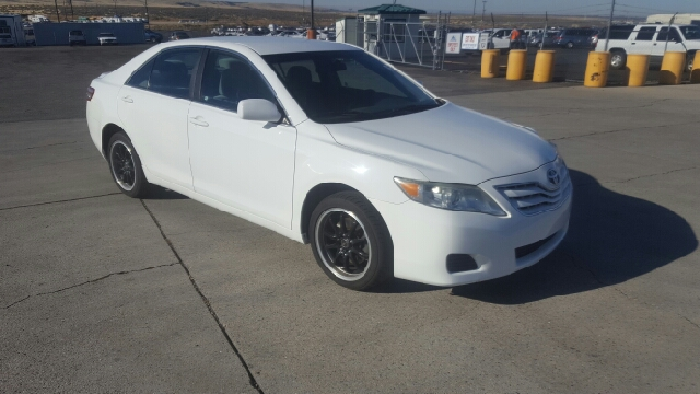2011 Toyota Camry LE (image 4)