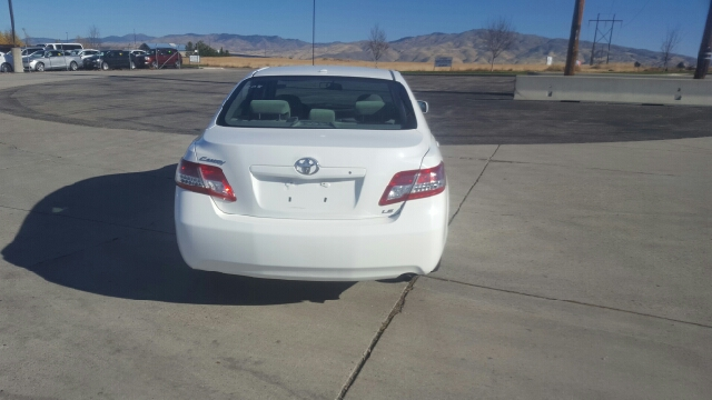 2011 Toyota Camry LE (image 7)